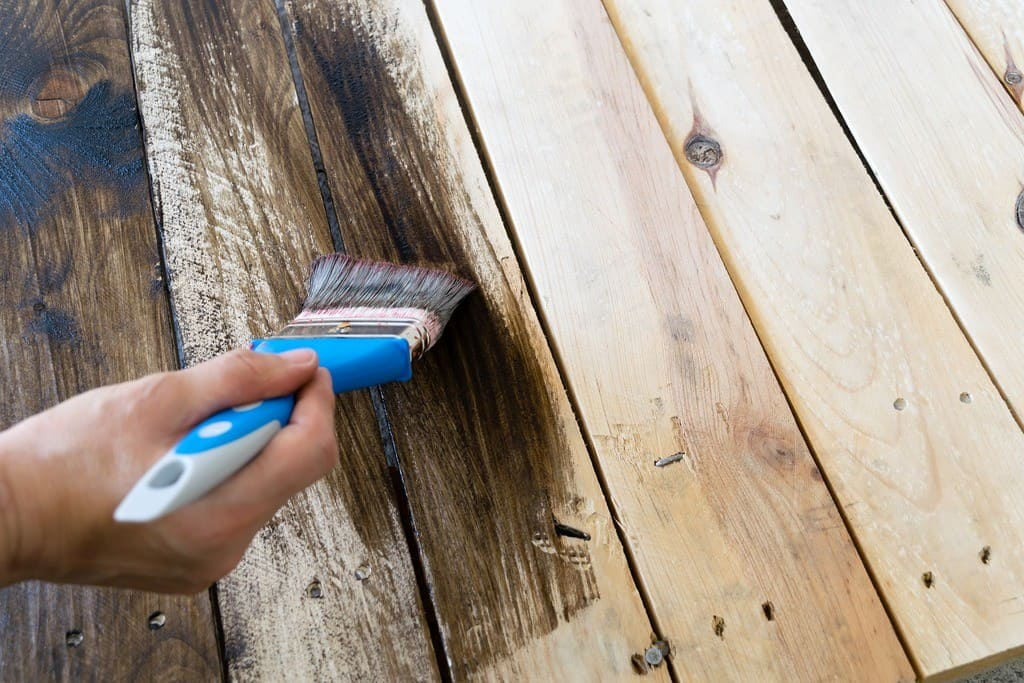 how to apply polycrylic to wood