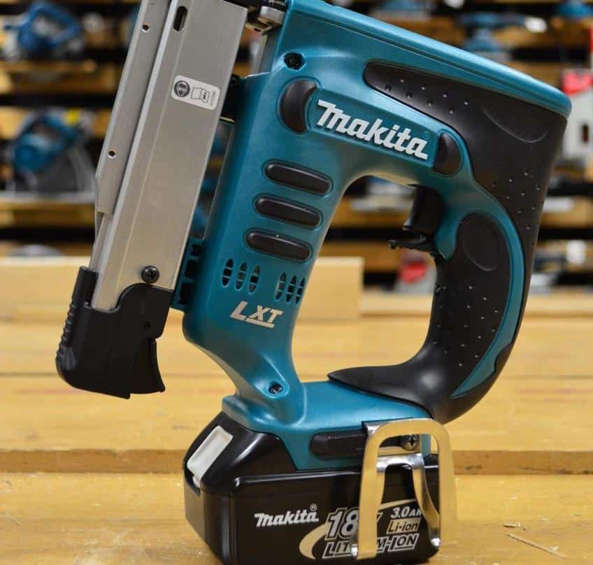 Similarities and differences between a brad nailer vs pin nailer