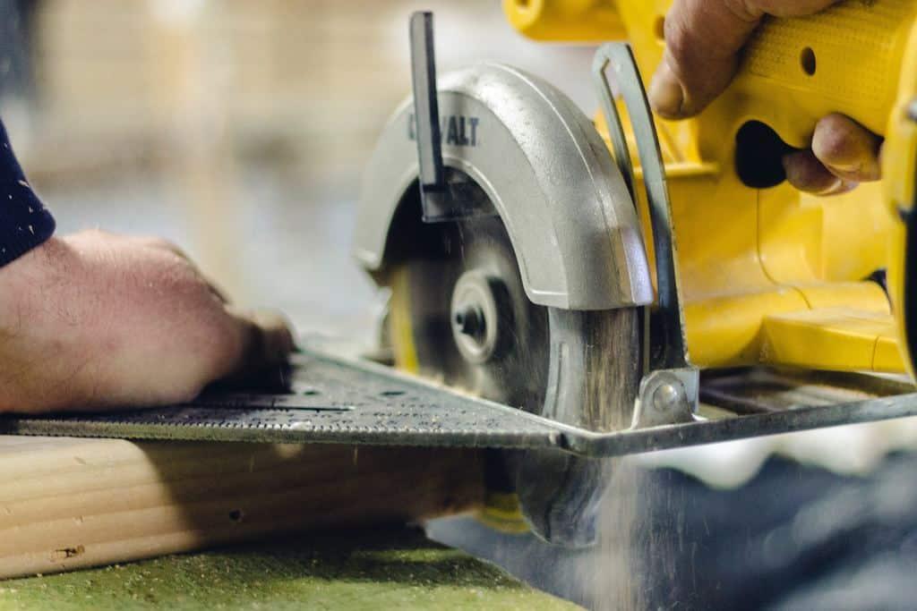 Dewalt saw grinding wood which is better ridgid