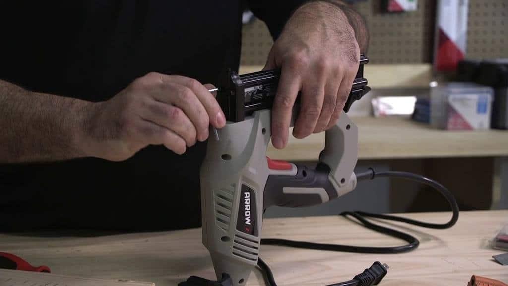 Jam release system brad nail gun