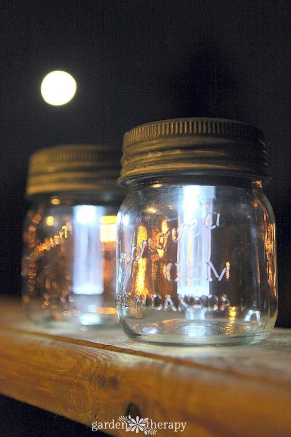 Self-sustaining mason jar lights
