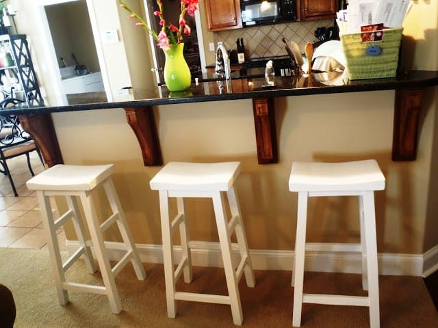 White scultpred bar stools