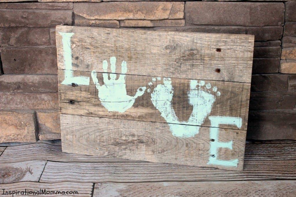 Feet love pallet sign