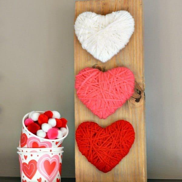 Crochet hearts pallet sign