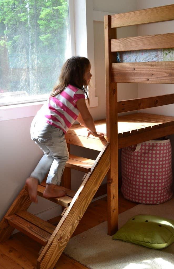 Kid climbing pallet bed lof