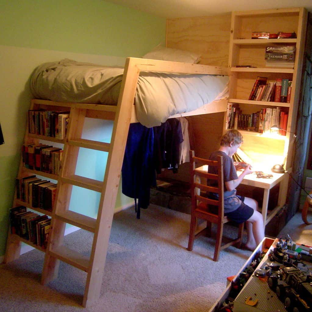 Pallet bed with space underneath