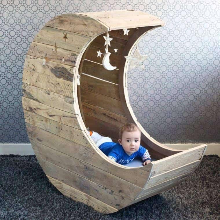 Pallet moon crib
