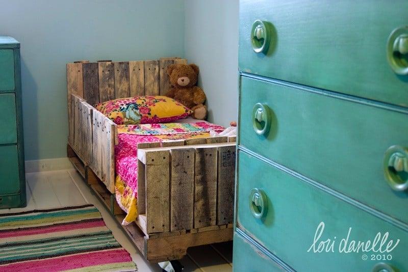 Toddler pallet bed