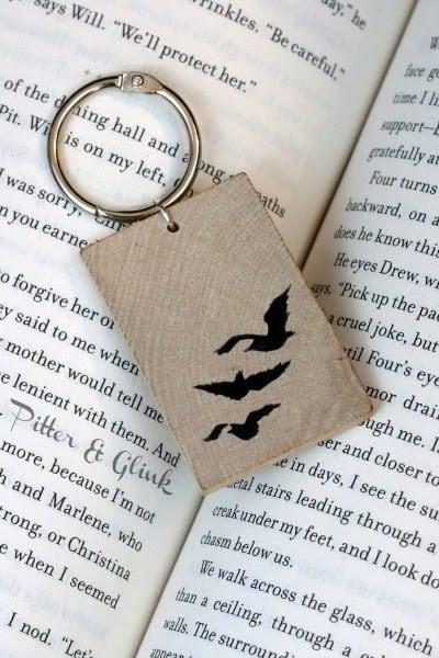 Divergent bird keychain