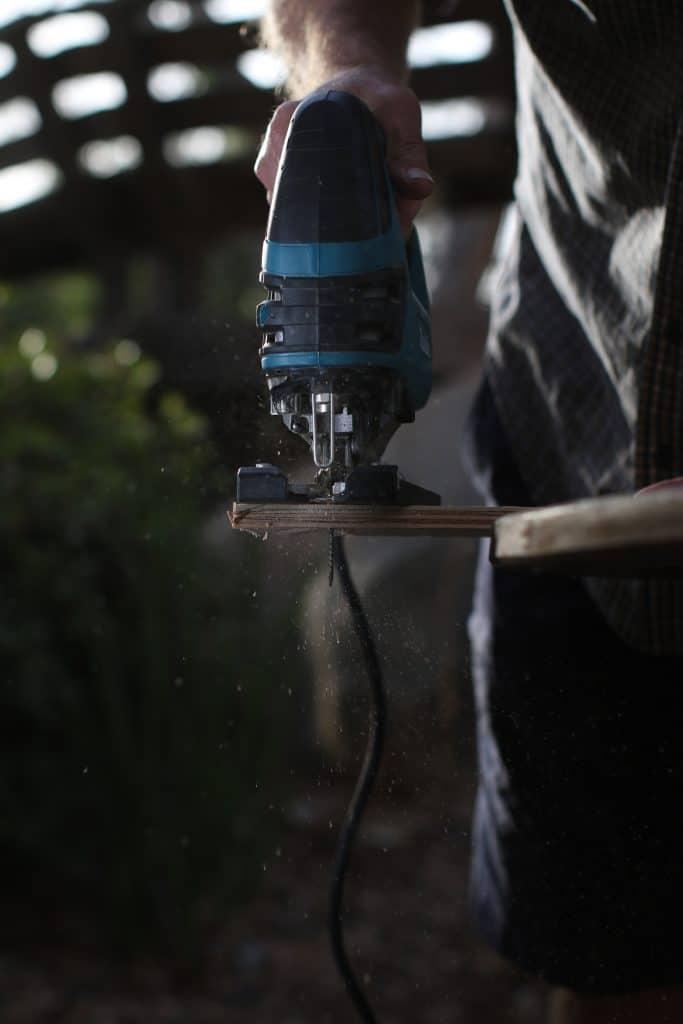 Man cutting wood using a jigsaw