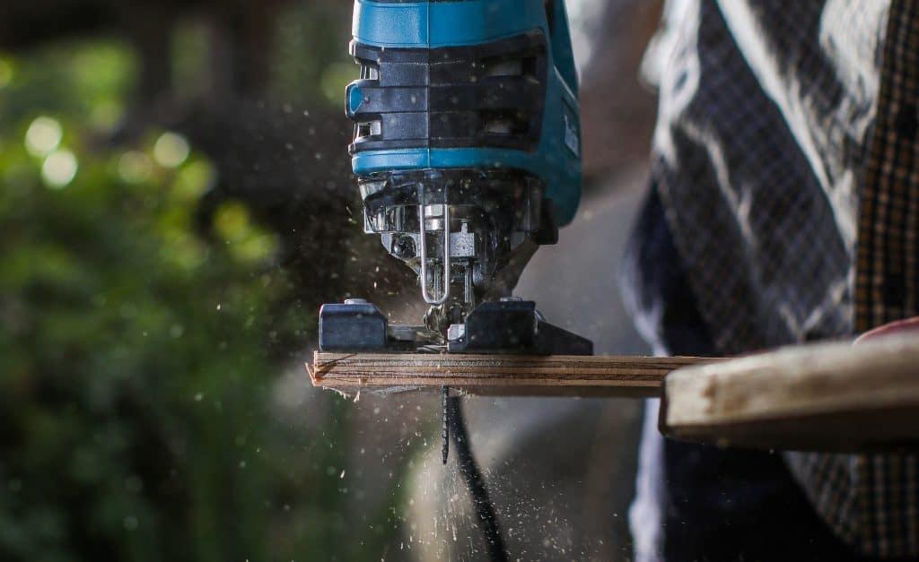 Jigsaw cutting wood