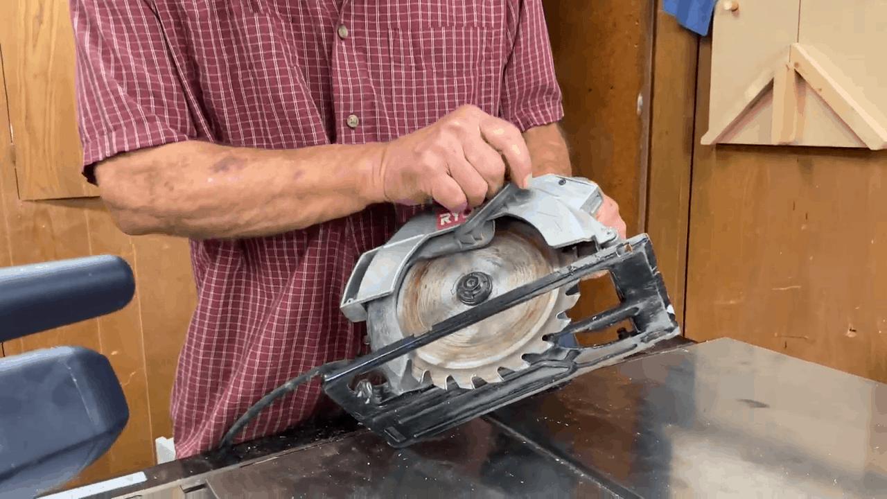 Man explains why does a circular saw bind