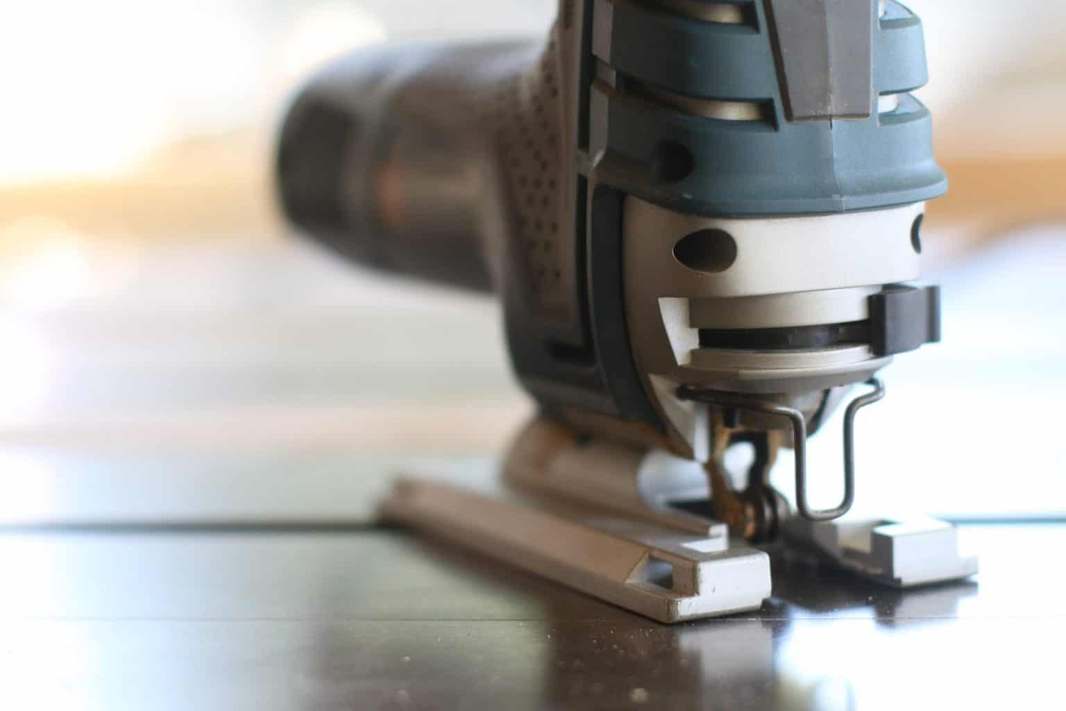 Jigsaw on a laminate floor