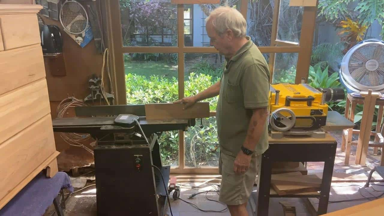 Man explaining what is a jointer