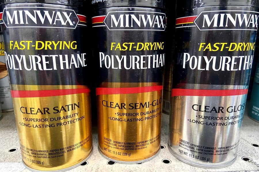 Minwax Fast Drying Polyurethane cans
